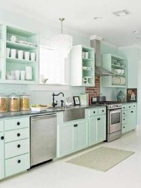 41. Decoração retrô para cozinha verde menta e branca – Foto: Pinterest