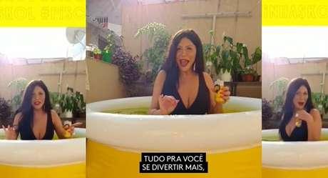 Luisa Marilac em sua piscininha particular: visibilidade usada para combater a transfobia