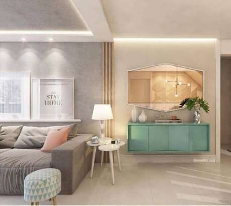 6. Sala de estar decorada com buffet verde menta e sofá cinza – Foto: Pinterest