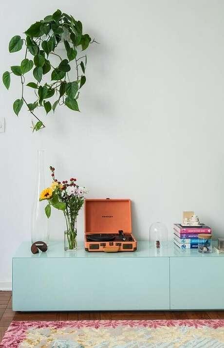 54. Invista em móveis na cor verde menta para personalizar sua decoração – Foto: Histórias de Casa