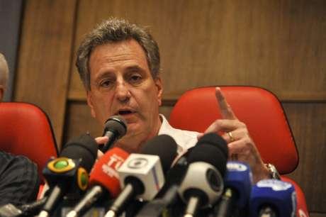 Presidente Rodolfo Landim assinou a contranotificação; clube terá que se posicionar à Justiça (Foto: M. Cortes/CRF)