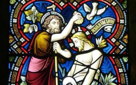 João Batista realizando o batismo de Jesus - Crédito: Pixabay/Pexels