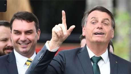 O parentesco de Flávio Bolsonaro com o presidente Jair Bolsonaro deu destaque para as investigações