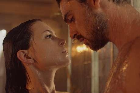 Massimo e Laura, obsessão e desejo. Filme 365 DNI causou furor.
