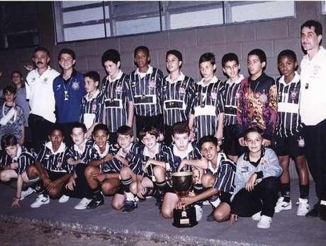 Jô em foto que retrata seu primeiro título com o futsal do Corinthians (Foto: Divulgação/Corinthians)