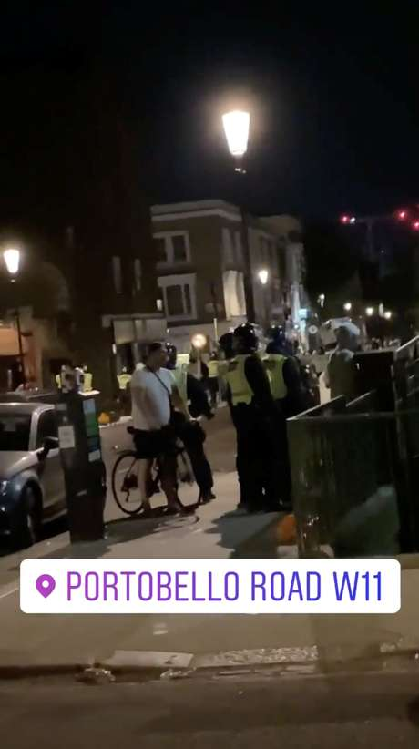 Polícia intervém em festa ilegal em Notting Hill, Londres 26/6/2020 INSTAGRAM/LULABELLAA/via REUTERS