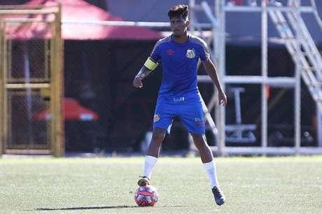 Ivonei busca os primeiro minutos em campo pelos profissionais (Foto: Pedro Ernesto Guerra Azevedo/Santos FC)