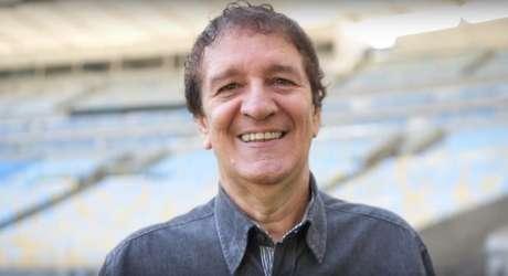 Aos 65, locutor Penidão nasceu em Minas Gerias, mas domina as emoções dos times do Rio (Reprodução/Youtube)
