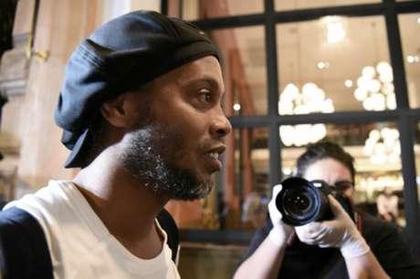 Ronaldinho Gaúcho segue em prisão domiciliar em Assunção, no Hotel Palmaroga, no Paraguai, em virtude da utilização de passaporte falso (AFP)