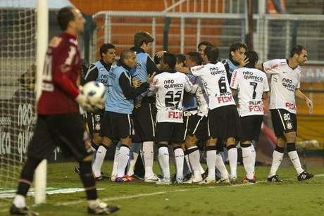 Corinthians goleou o rival por 5 a 0, no Pacaembu, com três de Liédson (Foto: Daniel Augusto Jr./Ag. Corinthians)