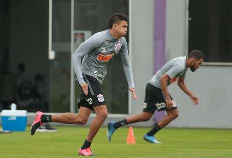 Cantillo e Everaldo durante atividade do Corinthians nesta sexta-feira, no CT (Foto: Rodrigo Coca/Ag. Corinthians)