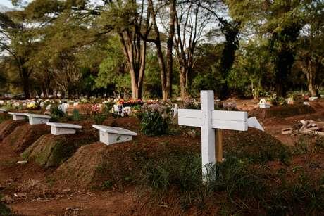 Grupo diz que o número de mortes no Brasil está estabilizado, mas em um patamar muito alto