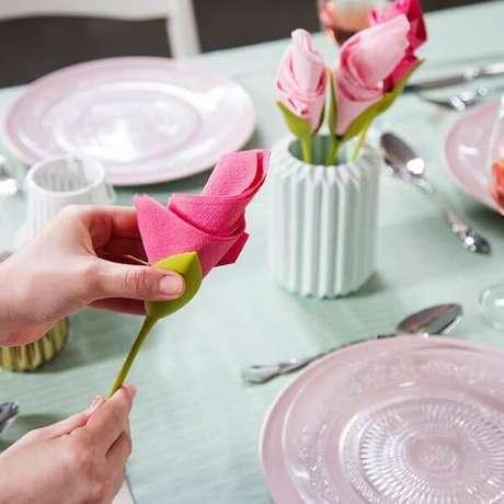 3. Aprenda como dobrar guardanapo de papel no copo – Via: Pinterest