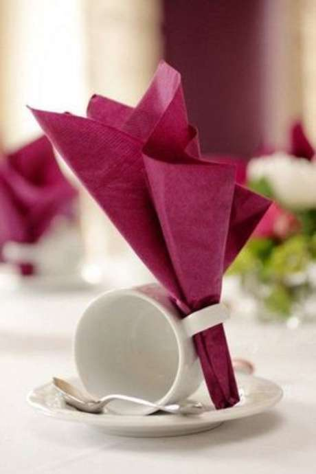 10. Escolha um guardanapo para decorar a mesa de jantar – Via: Pinterest