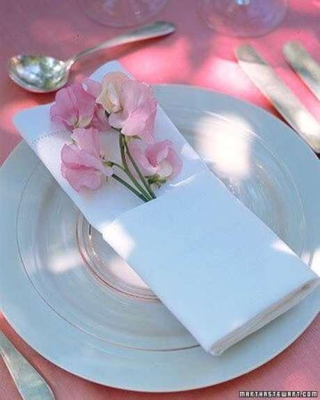 28. Como dobrar guardanapo simples e fácil – Via: Pinterest