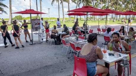 Restaurantes na Flórida reabriram em maio