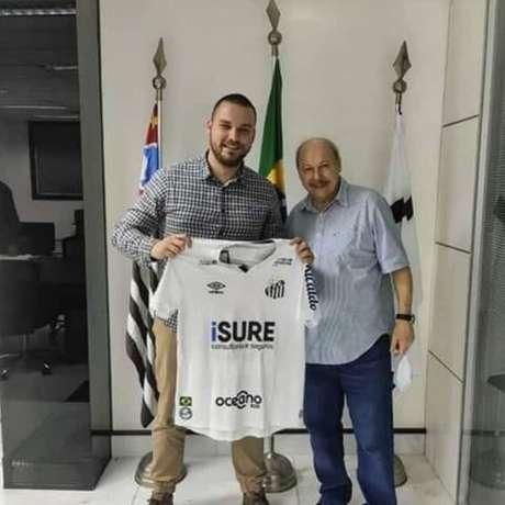 Foto de reunião do Santos com possível patrocinador vazou nas redes sociais (Foto:Reprodução)