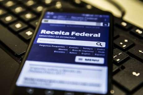Receita paga restituição do Imposto de Renda nesta quarta-feira