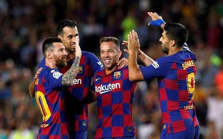 Jogadores do Barcelona comemoram gol marcado por Arthur 24/09/2019 REUTERS/Albert Gea