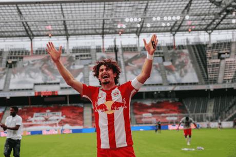 Zagueiro fez cinco gols e deu uma assistência na temporada (Divulgação/RB Salzburg)