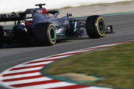 Mercedes fez os testes de Barcelona, no início do ano, com a tradicional pintura prata.
