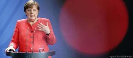 Angela Merkel antes era criticada por não se empenhar suficientemente pela Europa