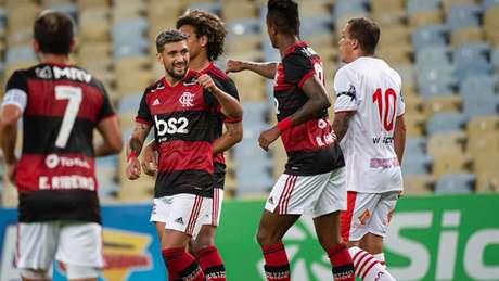 Arrascaeta comemora gol contra o Bangu: Fla volta a campo nesta quarta (Foto: Alexandre Vidal/CRF)