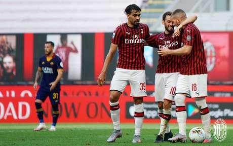 Milan conseguiu vitória importante contra a Roma na última rodada (Foto: Divulgação / Milan / Site Oficial)