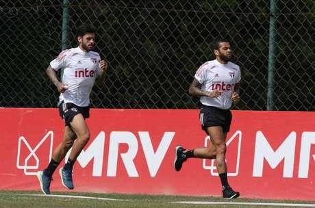 Liziero e Daniel Alves durante atividade desta terça-feira - FOTO: Divulgação/São Paulo FC