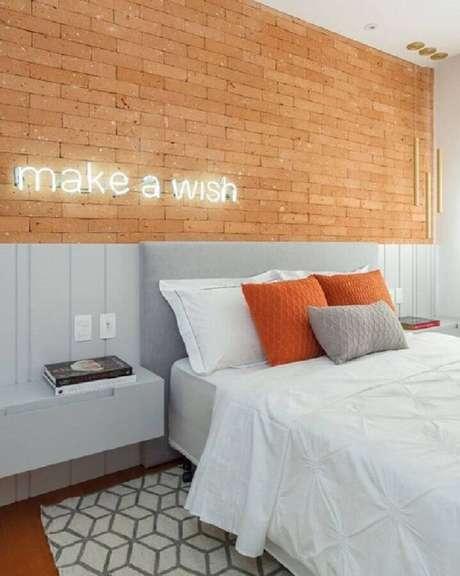 2. A cabeceira casal pode ajudar a levar mais conforto para o seu quarto – Foto: Pinterest