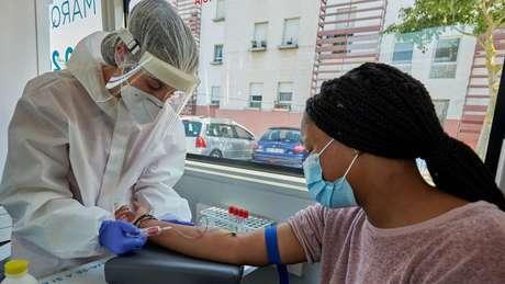 Infecção por coronavírus desencadeia inflamação quando corpo tenta combatê-la