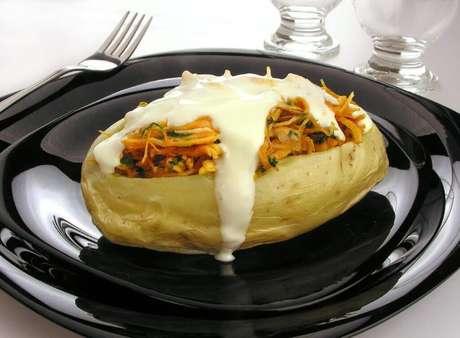 Guia da Cozinha - 13 maneiras de fazer batata recheada que vão conquistar seu paladar