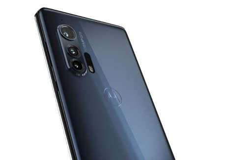 O Motorola Edge+ possui um sistema de três câmeras - uma principal, uma híbrida ultra-wide com visão macro e uma teleobjetiva - com um sensor de 108 megapixels