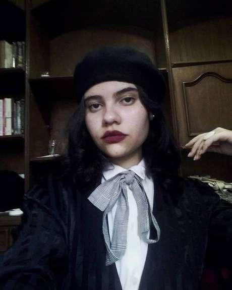 A estudante brasileiraAna Alsan, que administra a conta no Instagram daDark Academia, disse que deparou com essa subcultura no Tumblr em 2014.