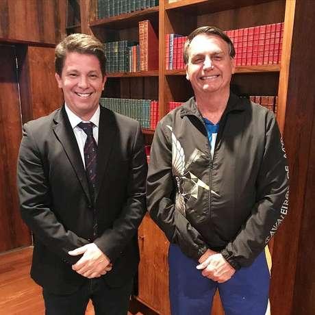 Mário Frias e Jair Bolsonaro no Palácio da Alvorada depois da posse do secretário