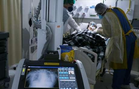 Paciente com coronavírus em hospital de campanha no Rio de Janeiro (RJ)  02/07/2020 REUTERS/Ricardo Moraes