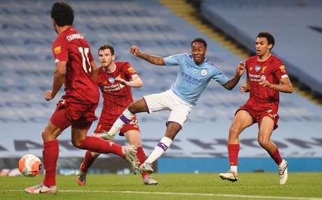 Manchester City carimba faixa de campeão e goleia Liverpool pelo Inglês
