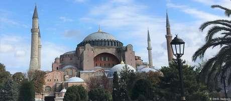 Hagia Sophia, ou Basílica de Santa Sofia, serviu a duas religiões mundiais por 1.500 anos