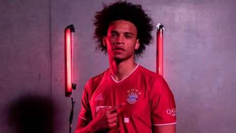 Sané com a camisa do Bayern de Munique. Anúncio da contratação está próximo (Foto: Reprodução / Twitter)