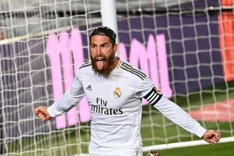 Sergio Ramos marcou e manteve o 100% de aproveitamento para o Real Madrid na volta (Foto: GABRIEL BOUYS / AFP)