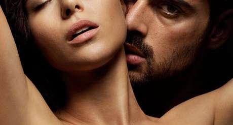 Laura (Anna-Maria Sieklucka) sob o domínio de Massimo (Michele Morrone) em 365 Dias: idealização e deturpação do relacionamento perfeito