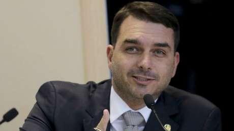 Flávio reclama de julgamento sem o 'contraditório'; PSL diz que responsabilidade é dos parlamentares