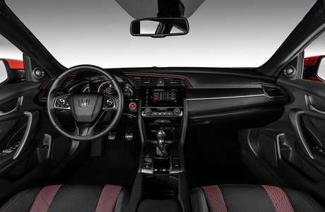 Interior do Honda Civic Si utiliza detalhes em vermelho para acentuar esportividade.
