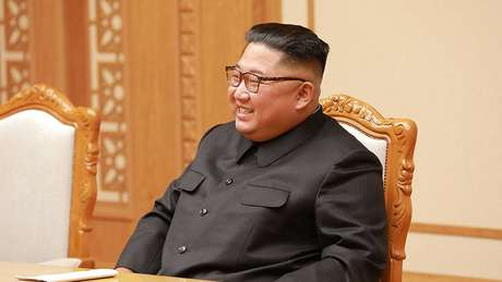 Imprensa estatal diz que Kim fez alerta contra relaxamento apressado das restrições