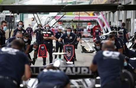 Mecânicos da AlphaTauri no GP da Áustria
