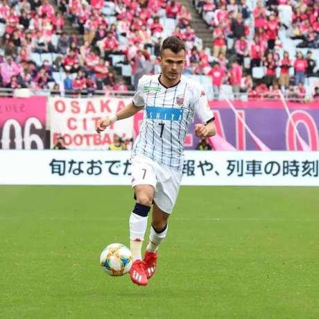 Lucas Fernandes espeta ter sequência no futebol japonês (Divulgação/Consadole Sapporo)