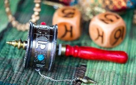 A roda de oração tibetana ajuda a se livrar dos karmas ruins - Crédito: Elena11/Shutterstock