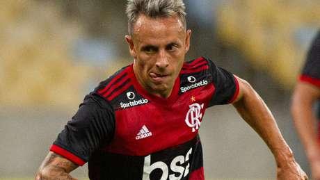 Na mira do futebol grego, Rafinha pode deixar o Flamengo