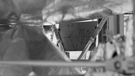 Pioneer 10 e Pioneer 11 carregavam nossos cartões de visita para qualquer outro navegador espacial que pudesse encontrá-las em um futuro distante