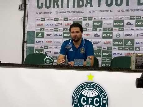 Presidente Samir Namur admitiu que o atual elenco teria dificuldades na Série B (Foto: Rádio Transamérica Curitiba)